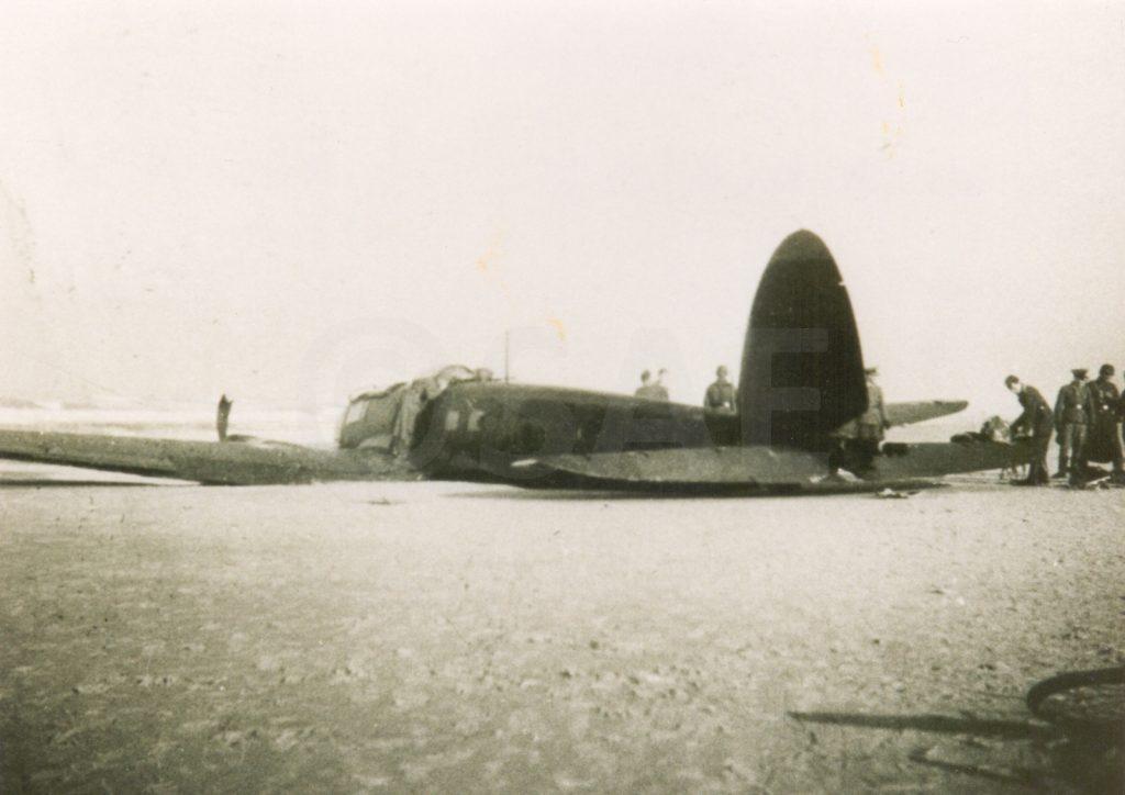 Een Heinkel 111 H3 gestrand bij Egmond aan Zee