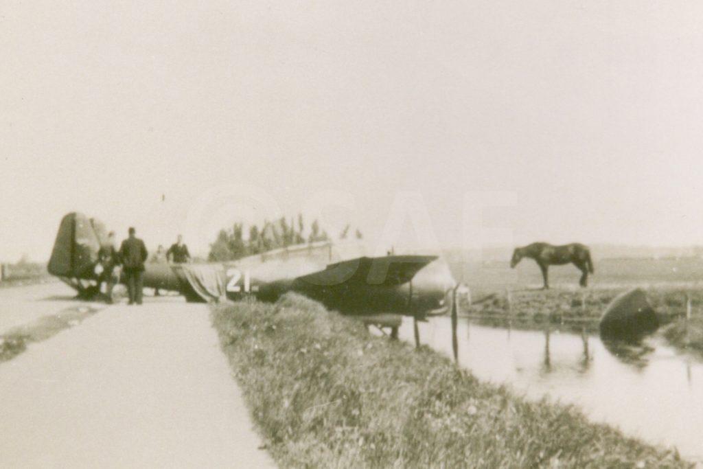 Fokker G1 neergestort naast sloot in Egmond aan de Hoef